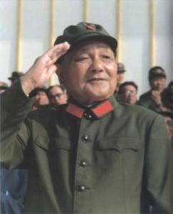 Deng Xiaoping memperoleh kekuasaan setelah menyingkirkan Hua Guofeng.