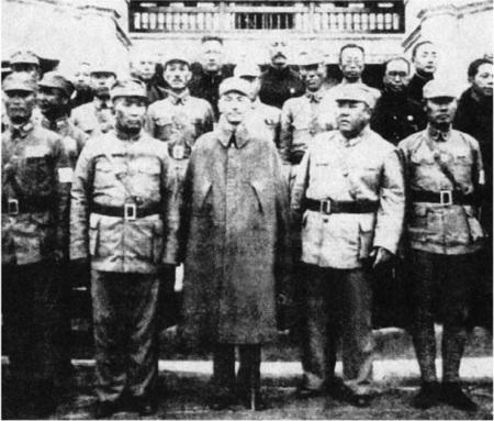 Chiang Kai Sek bersama Jendral Ma Hongbing dan Ma Hongkui