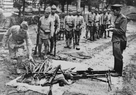 Masuknya Russia ke Manchuria menambah rumit perang saudara.