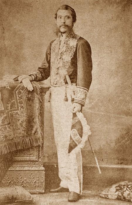 Okubo Toshimichi adalah politisi yang membentuk negara Meiji modern.