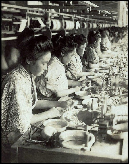 silk-factory-girls-drawing-thread-from-cocoons-in-old-japan