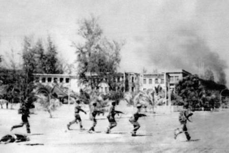 h_4_ill_639759_cambodia-phnom_penh-1979-61