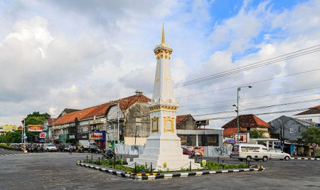 640px-yogyakarta_indonesia_tugu-yogyakarta-02